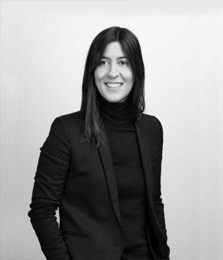 Après une longue carrière entre Paris et New-York dans de grands cabinets de recrutement créatifs, Vannina décide de bousculer le modèle « classique » de l'executive search. Elle crée une structure agile et souple, plus à même de répondre aux mutations perpétuelles de la création.